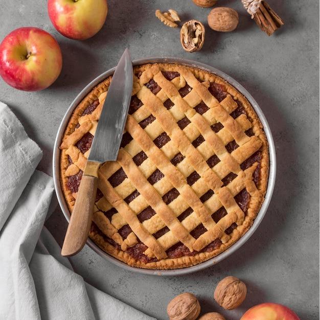 Плоский вкусный яблочный пирог