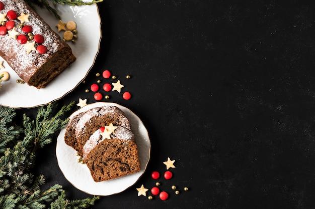 フラットは、コピースペースでクリスマスパーティーのおいしいケーキを置く