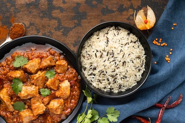 Плоская планировка вкусной индийской еды