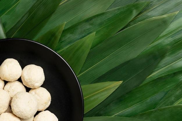 평평한 누워 맛있는 인도네시아 bakso 구성