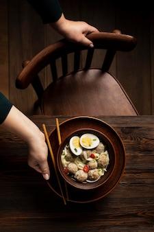 평평하고 맛있는 인도네시아 bakso