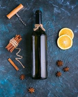 Плоско лежало вкусное красное вино и лимон