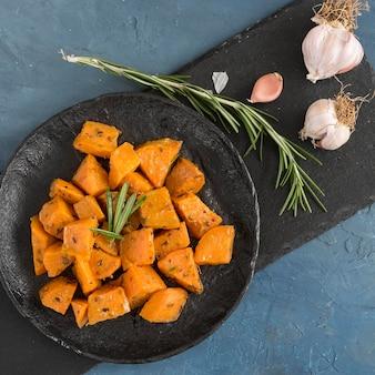 Плоское вкусное блюдо из сладкого картофеля