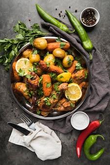 Плоская планировка вкусной еды из индейки и картофеля