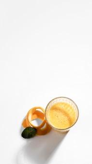 Bevanda detox piatta con copia-spazio