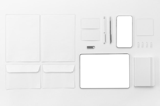 Flat lay devices and pens arrangement