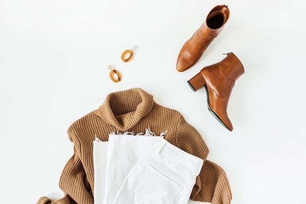 흰색 표면에 여성 현대 의류 및 액세서리와 평면 평신도 패션 콜라주