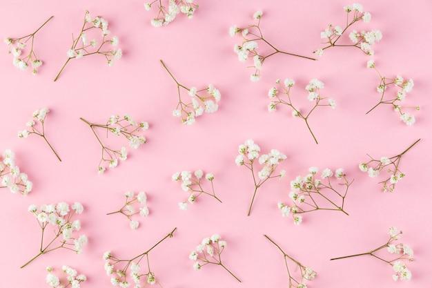 테이블에 평평하다 꽃 모음