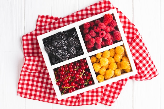 Flat-lay fresh berries on tablecloth