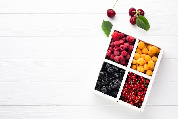 Flat-lay fresh berries with copy space