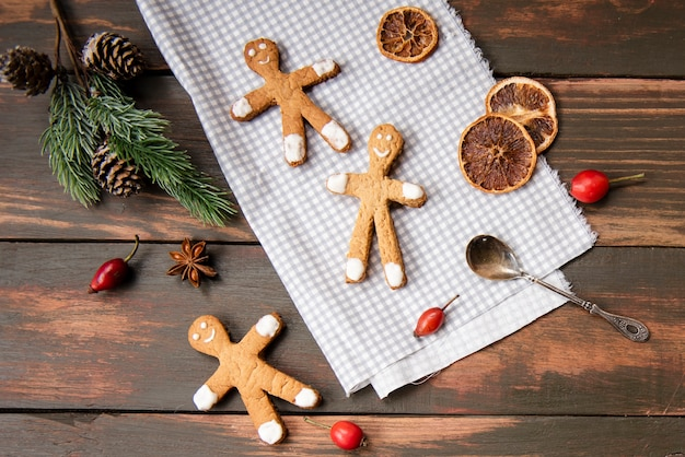 Flat lay of gingerbread men with dried citrus