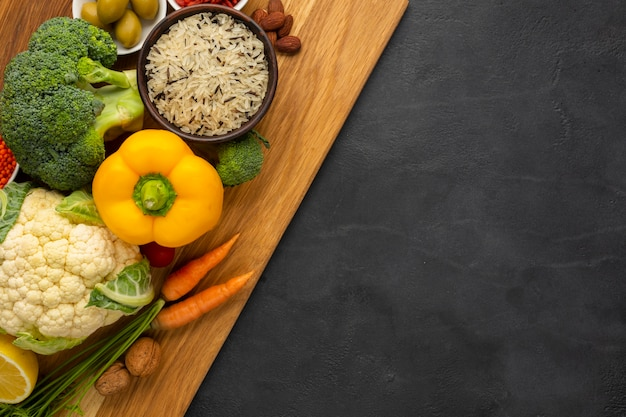 Flat lay of groceries on cutting board Premium Photo