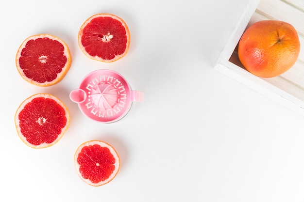 Flat lay juicer and grapefruit with copy space