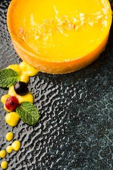 Плоская ложка лимонного пирога