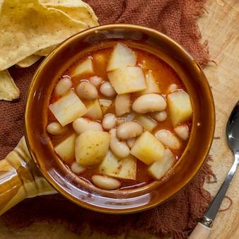 Блюдо с фасолью и картофелем