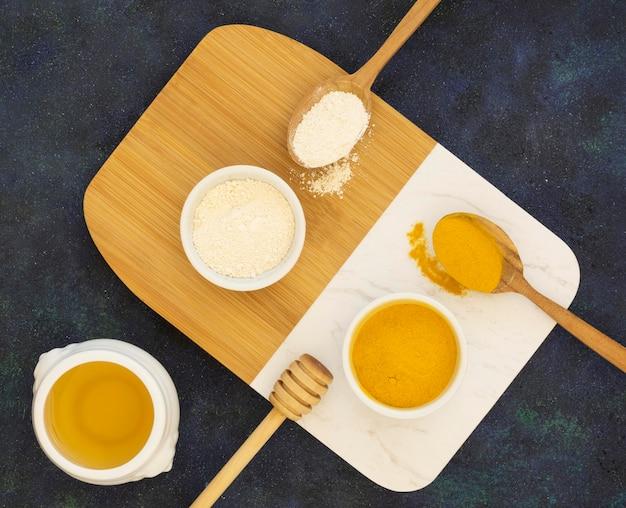 Lay piatto di miele medicinale