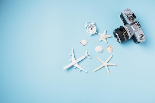 평면 누워 모형 복고풍 카메라 필름 비행기 불가사리 껍질 여행자 열대 액세서리