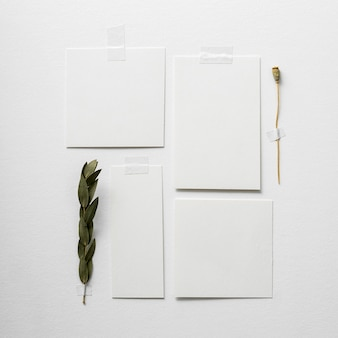 Disposizione piatta di moodboard con colore minimalista del tono dell'anno