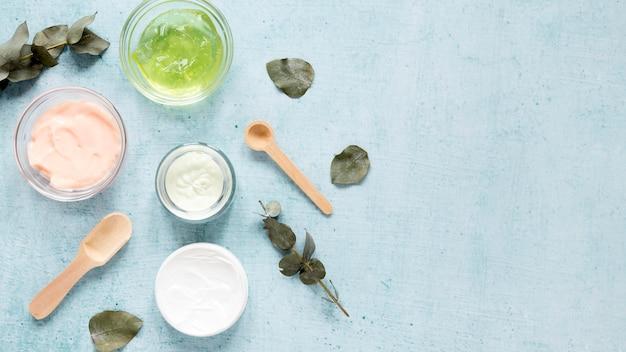 Lay piatto del concetto di crema naturale