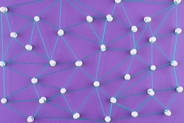 Concetto di rete piatta con filo