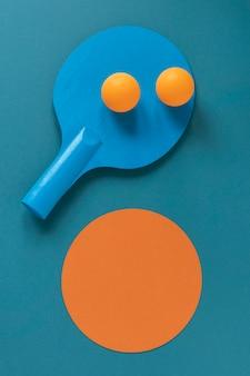 Lay piatto della nuova pagaia da ping pong con palline