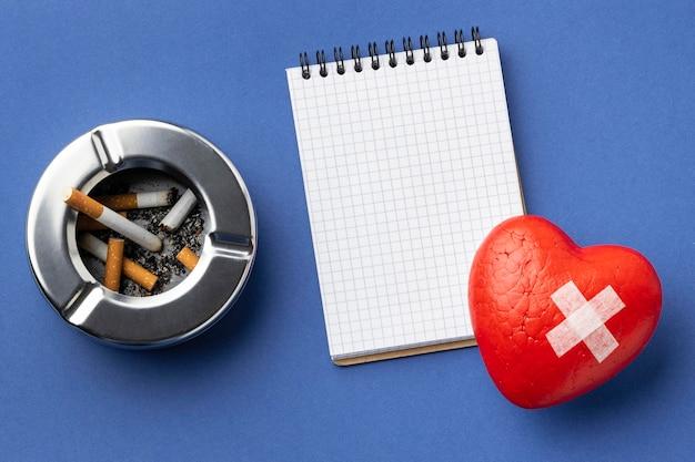 Плоская композиция элементов дня без табака