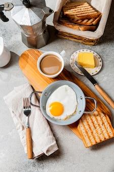 フラットレイ栄養価の高い朝食の食事の構成