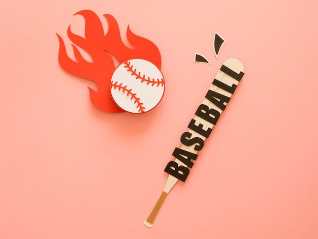 ボールと野球のバットのフラットレイ