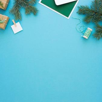 美しいクリスマスのコンセプトのフラットレイ