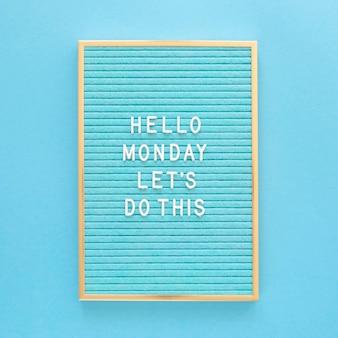 파란색 월요일 개념의 평면 배치
