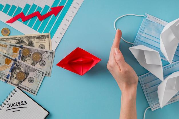 Плоская планировка бизнес-предметов с диаграммой роста и медицинскими масками