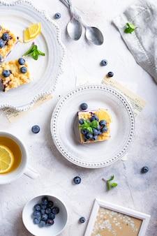 ブルーベリーとカッテージチーズのフラットレイケーキ