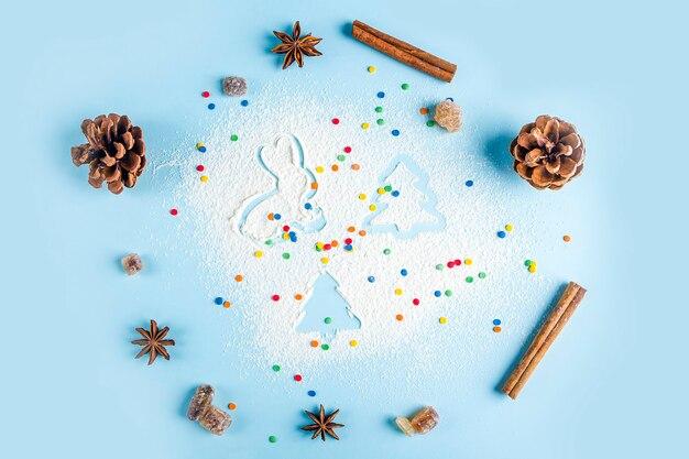 クリスマスベーキングのフラットレイ。自家製調理用の台所用品とコーン付きモミの小枝