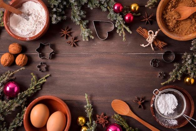 クリスマスデザートの材料のフラットレイ
