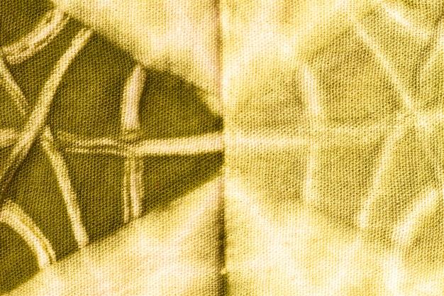 カラフルな絞り染め生地のフラットレイ