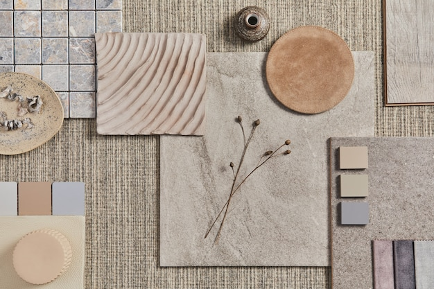 Плоская планировка креативного дизайна бежевой композиции мудборда архитектора с образцами строительного материала, нейтральным текстилем и натуральными материалами, а также личными аксессуарами. вид сверху, шаблон.