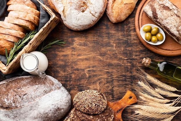 コピースペース付きのおいしいパンのフラットレイアウト