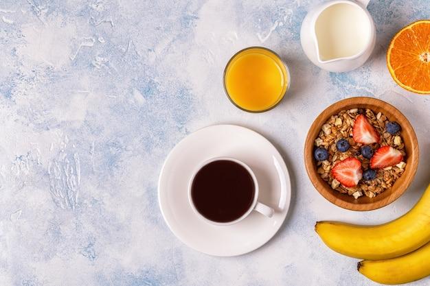 Плоская планировка вкусного завтрака с кофе
