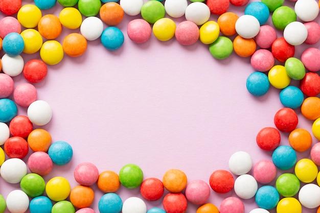 おいしいカラフルなキャンディーのフラットレイアウト