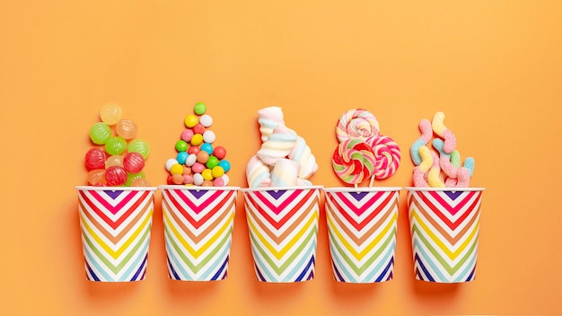 Плоская планировка вкусных красочных конфет
