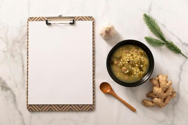 Плоская планировка вкусной еды с копией пространства