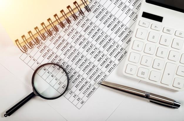 현금 흐름 및 펜의 회계 보고서를위한 문서의 평면 배치
