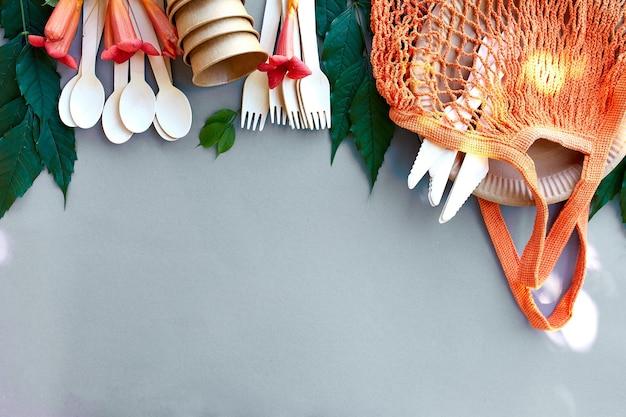 Плоская планировка из экологически чистой бумаги и деревянной посуды, нулевые отходы, без пластика и экологически чистая жизнь