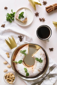 Плоский набор десертов в день крещения