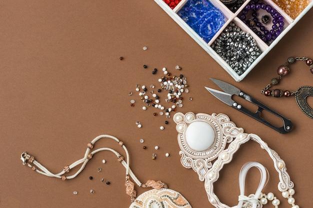 Плоский набор принадлежностей для работы с бисером
