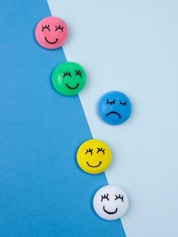 Плоская планировка лиц с эмоциями для синего понедельника