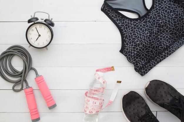 휘트니스 여자 항목 및 스포츠 장비, 라이프 스타일 건강 개념의 평면 배치