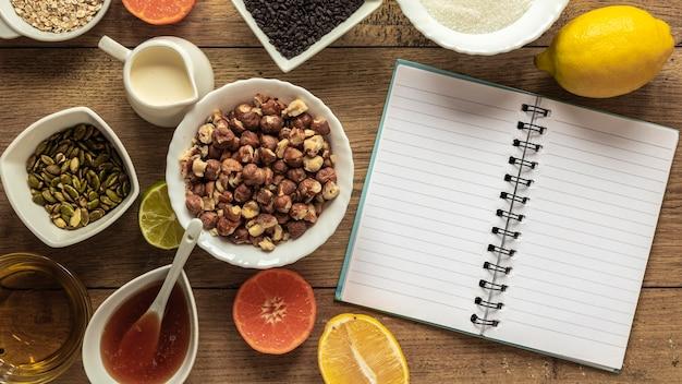 ノートブックと食材のフラットレイ