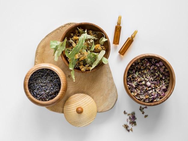 Плоский набор трав и специй для лечебных целей