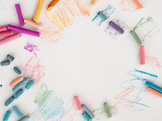 Плоская планировка из разноцветного мела